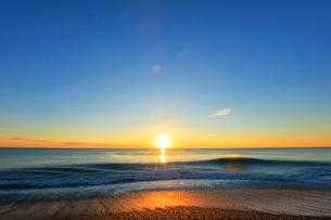 海と朝日の写真素材 [FYI01800562]