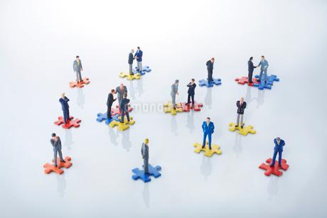 ビジネスマン人脈ネットワークイメージの写真素材 [FYI01800577]