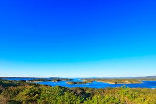 伊勢志摩 桐垣展望台より望む英虞湾の島々の写真素材 [FYI01800644]