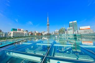 オアシス21水の宇宙船より名古屋の街並みにテレビ塔の写真素材 [FYI01800664]