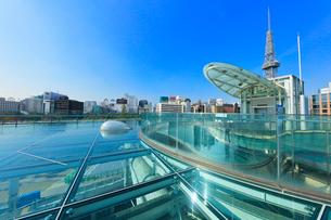 オアシス21水の宇宙船より名古屋駅方向の街並みにテレビ塔の写真素材 [FYI01800735]