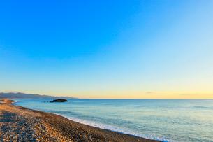 熊野古道 朝の七里御浜の写真素材 [FYI01800812]