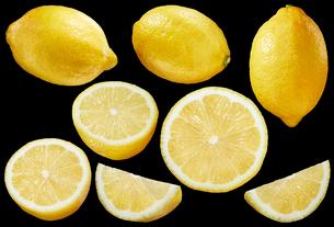 レモン素材黒バックの写真素材 [FYI01800911]