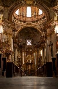 プラハの聖ミクラーシュ教会内観の写真素材 [FYI01800939]
