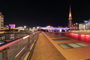オアシス21と名古屋テレビ塔 夜景の写真素材 [FYI01800954]