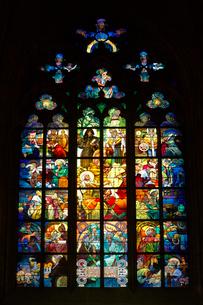 聖ヴィート教会ミュシャのステンドグラスの写真素材 [FYI01801007]
