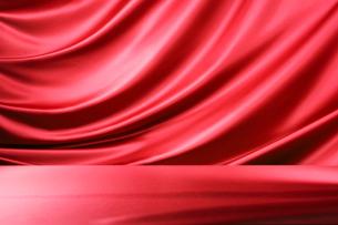 赤のドレープの写真素材 [FYI01801019]