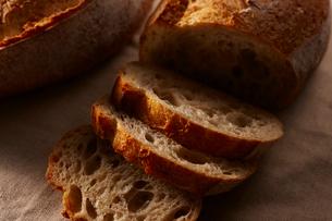 カットされたパンの写真素材 [FYI01801030]