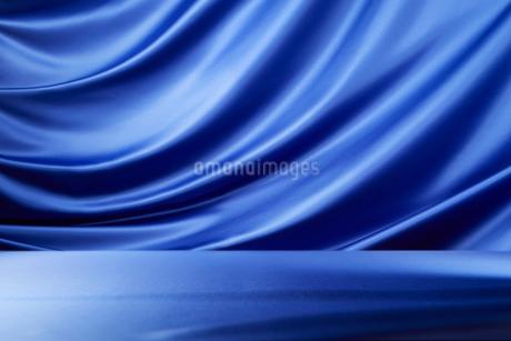 青のドレープの写真素材 [FYI01801102]
