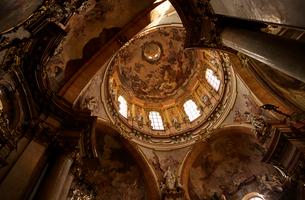 プラハの聖ミクラーシュ教会内観の写真素材 [FYI01801121]
