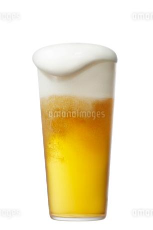 コップに注がれたビールの写真素材 [FYI01801233]