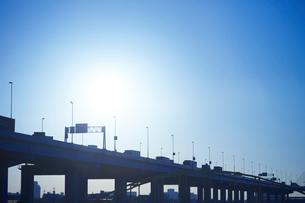 夜明けの首都高速道路の写真素材 [FYI01801341]