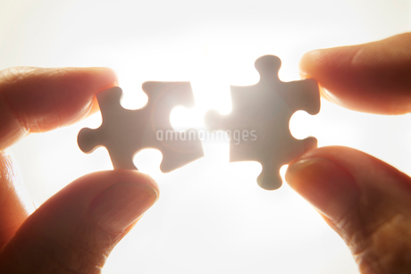 パズルを組み合わせるの写真素材 [FYI01801374]