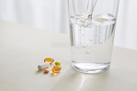 薬・サプリメントイメージの写真素材 [FYI01801430]