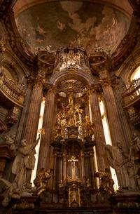 プラハの聖ミクラーシュ教会内観の写真素材 [FYI01801595]