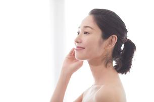 日本人女性のビューティイメージの写真素材 [FYI01801630]