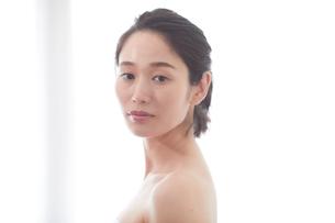 日本人女性のビューティイメージの写真素材 [FYI01801655]