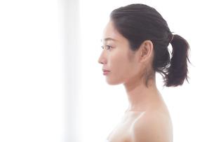 日本人女性のビューティイメージの写真素材 [FYI01801660]