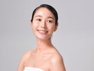 日本人女性のビューティイメージの写真素材 [FYI01801767]