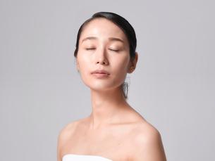 日本人女性のビューティイメージの写真素材 [FYI01801846]