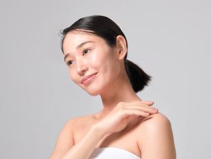 日本人女性のビューティイメージの写真素材 [FYI01801877]