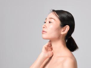 日本人女性のビューティイメージの写真素材 [FYI01802224]