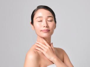 日本人女性のビューティイメージの写真素材 [FYI01802234]