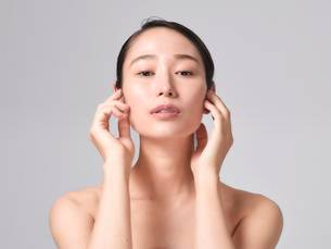 日本人女性のビューティイメージの写真素材 [FYI01802329]
