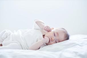 寝る赤ちゃんの写真素材 [FYI01802625]