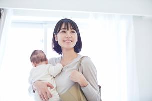 出勤する母親と赤ちゃんの写真素材 [FYI01802746]