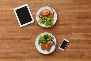 テーブルの上の料理の写真素材 [FYI01802824]