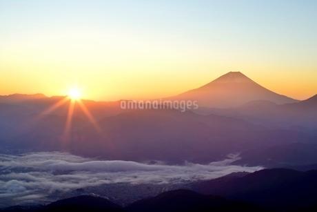 富士山とご来光の写真素材 [FYI01803154]