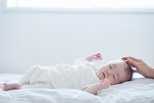 寝る赤ちゃんの写真素材 [FYI01803232]