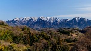大井町篠窪地区より望む残雪の丹沢山地のパノラマの写真素材 [FYI01803256]