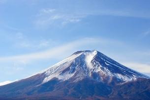 富士吉田市より望む富士山の写真素材 [FYI01803364]