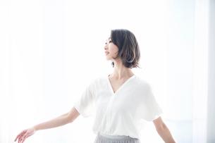 日本人女性の写真素材 [FYI01803395]