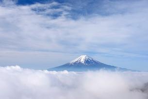雲海に浮かぶ富士山の写真素材 [FYI01803406]