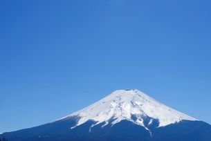 山梨県 富士山と青空 富士吉田市よりの写真素材 [FYI01803591]