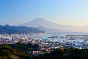 静岡県 富士山と清水の街並み 日本平よりの写真素材 [FYI01803668]