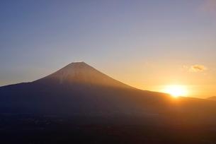静岡県 富士山の裾からご来光 朝霧高原よりの写真素材 [FYI01803672]