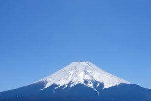 山梨県 富士山と青空 富士吉田市よりの写真素材 [FYI01803794]