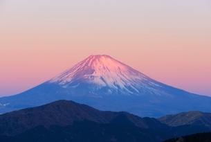 箱根より望む紅富士の写真素材 [FYI01803873]