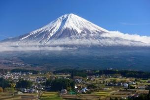 静岡県 富士山と町並みの写真素材 [FYI01804113]