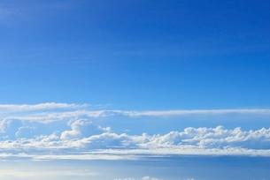 富士山頂より望む雲と青空の写真素材 [FYI01804154]