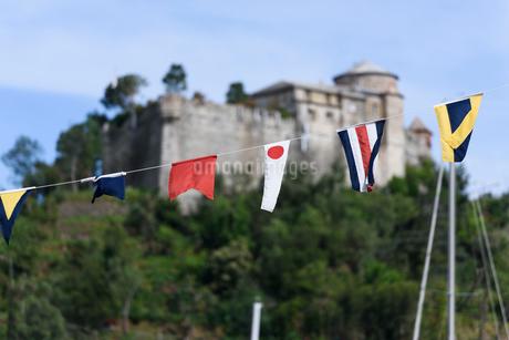 ポルトフィーノ 国旗の並びの写真素材 [FYI01804294]