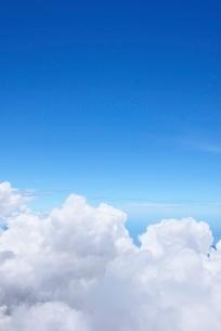 湧き立つ入道雲と青空の写真素材 [FYI01804340]