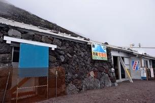 富士山富士宮ルート元祖七合目 山口山荘の写真素材 [FYI01804349]