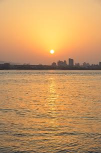 台湾淡水の夕日の写真素材 [FYI01804356]