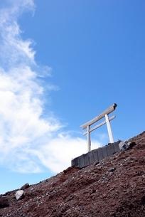 静岡県 富士山登山道の鳥居の写真素材 [FYI01804437]