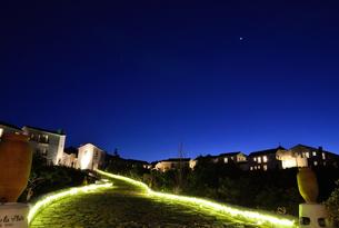 地中海村の夕景の写真素材 [FYI01804439]